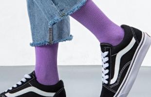 长筒袜配什么鞋子好看 袜子时尚穿搭技巧