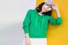 女人服饰开春时尚卫衣,能搭配出青春减龄效果