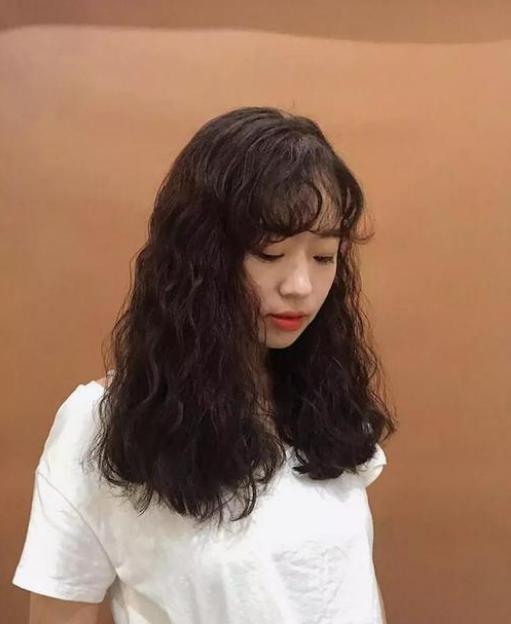 2020年适合长发女生简约大气发型,专为女神定制