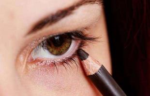 化妆新手眼线怎么画?内眼线和外眼线是什么?