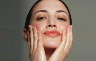 皮肤为什么会爱出油?如何解决皮肤爱出油的问题?