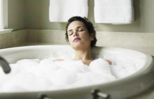 洗澡时应先洗头发还是身体?身体乳什么时候擦最好?