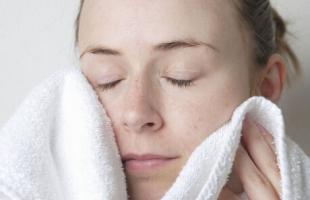 这些错误的护肤习惯会毁掉你的脸!别再挤痘痘了!