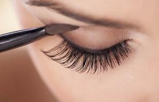 嫁接睫毛的胶水对人体有害?对真睫毛有伤害吗?