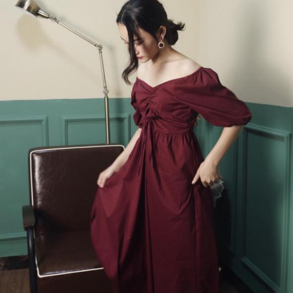 今年流行方领连衣裙!来看看那漂亮的小裙子吧!