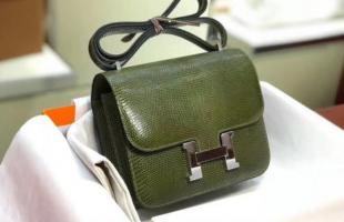 一年到头只背那一款包包?你需要了解一下包包的搭配!