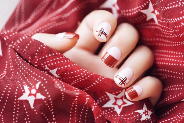 冬天的白雪配火热的红色系美甲,碰撞出不一样的感觉!
