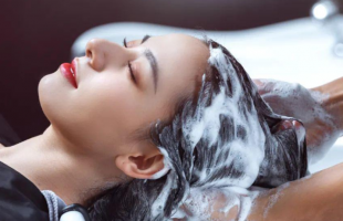 你的头发越洗越油?那是没有挑对洗发水!