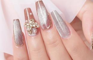 超级显白的美甲,手指上的流行色很适合春天哟!