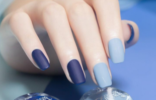 高级感满满的磨砂美甲,莫兰迪蓝色真的是太显白了!