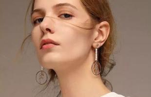 别小瞧了耳环配饰!珍珠耳环复古又高级!