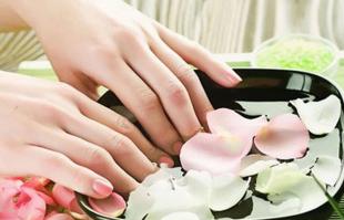 经常美甲的姑娘看过来!你的指甲应该如何养护?