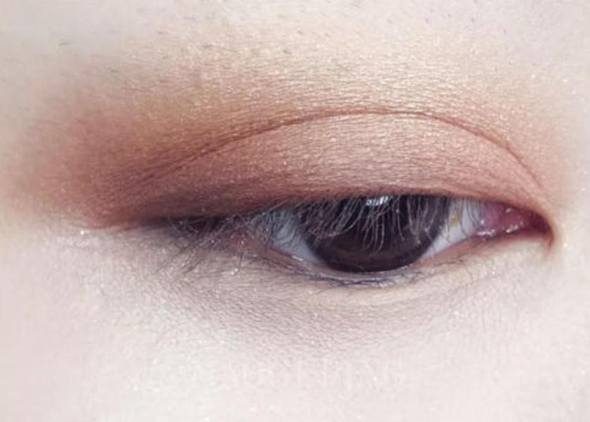 眼影怎么画才好看?选对眼影盘颜色很关键!