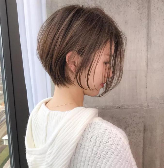 2021年40岁女性留什么样的发型?盘发发型尽显时尚优雅感觉!