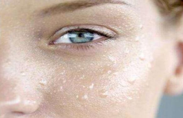 夏季脸部出油多,学会洗脸很重要!