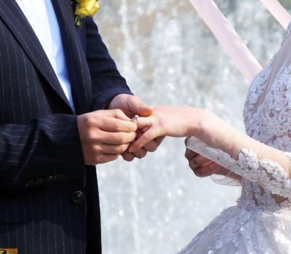 中指戴戒指什么意思?不同的手指戴戒指代表什么?