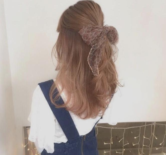 长发女生这样扎发型,公主范十足,好看又高级!