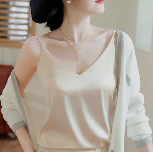 女人过了30岁,可以多多尝试下优雅复古风格穿搭,时尚又大气!
