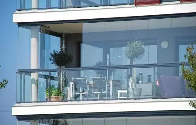 原来阳台还能这么封装,这样设计简单又好看,令人惊艳!
