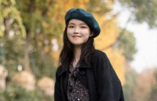 秋天怎么穿洋气又保暖?建议大衣+碎花裙,优雅大方有韵味