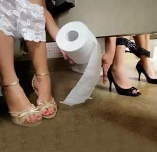女性在小便后,到底应不应该用纸巾擦拭?若是不擦会怎样?