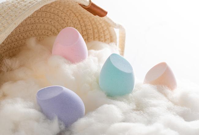 美�y蛋涂抹和手涂抹的�^�e,正�_涂抹粉底液的手法